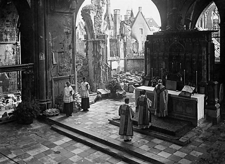 Mass in St. Paul's Cathedral: Münster, Germany (1946)
