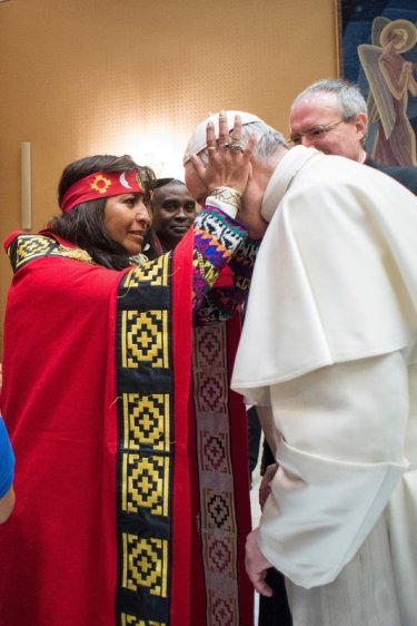 Francis bows for a priestess' blessing during the 2017 UN agricultural meeting in Rome